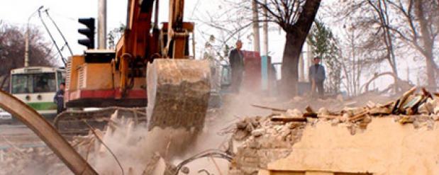 Заселенный многоквартирный дом сносят в Екатеринбурге