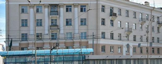 В столовой гимназии №155 Екатеринбурга детей кормили из разбитой посуды