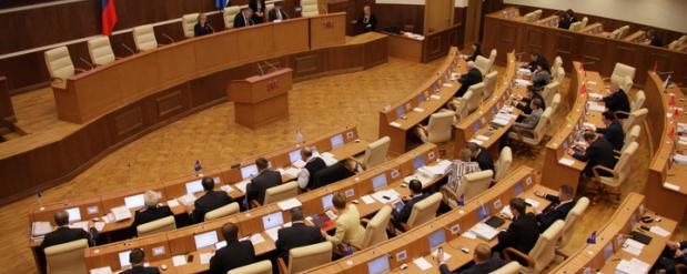 Расходы на свердловских депутатов собираются увеличить
