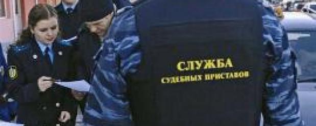 Около 45 тысяч жителей Свердловской области не смогли из-за долгов выехать за границу