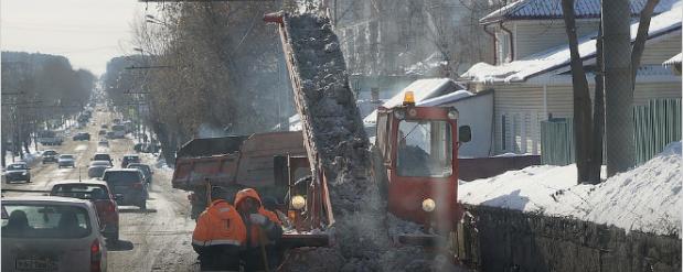 Улицы Екатеринбурга моют с шампунем
